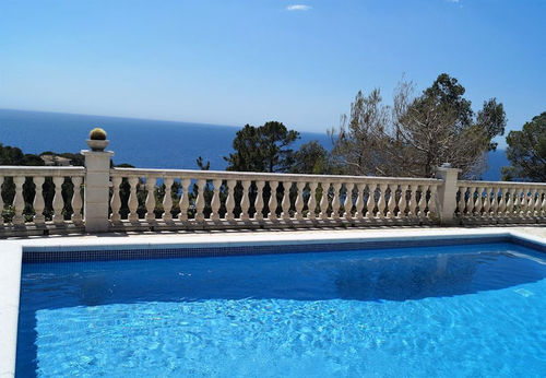 LL 626 Villa for 6 persons private pool and sea views in Cala Canyelles on the Costa Brava