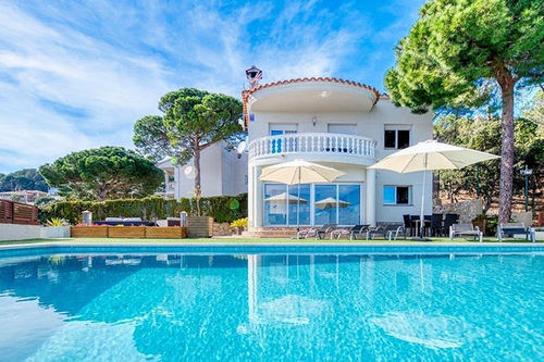 LL 654 Exclusive villa for 6/7 persons with sea views and private pool Costa Brava Lloret de Mar