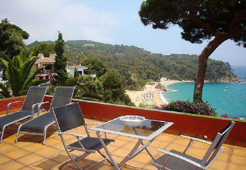 LL 206 Bungalow for 2/3 persons with sea views and swimming pool in Canyelles Costa Brava