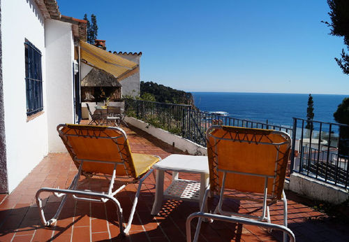 LL 218 Bungalow for 4 persons with sea views and swimming pool in Cala Canyelles Costa Brava