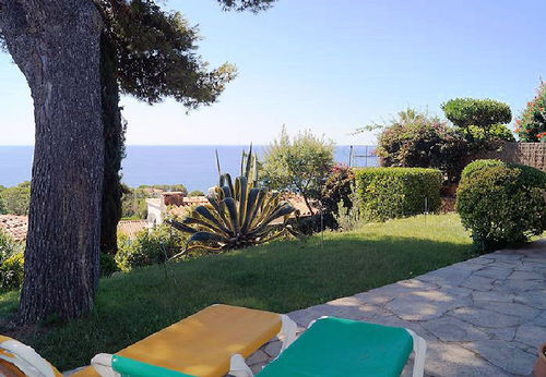 LL 221 Holiday house for 4/5 persons with sea views and swimming pool in Cala Canyelles Costa Brava
