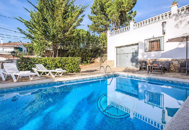 LL 803 Villa for 7 persons with private pool on the Costa Brava in Lloret de Mar