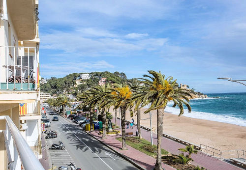 LL 157 Apartment for 6 persons with sea views in the center of Lloret de Mar Costa Brava