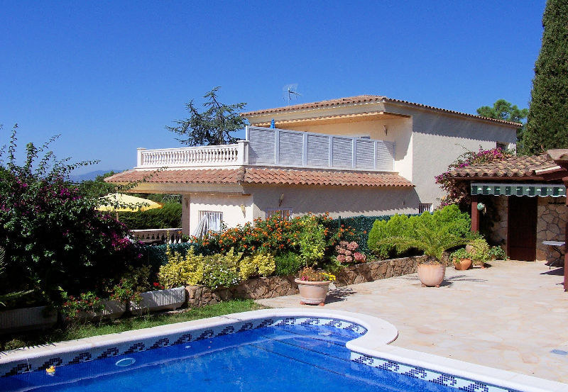 LL 820 Modern villa for 8 persons with private pool and sea views in Cala Canyelles Costa Brava
